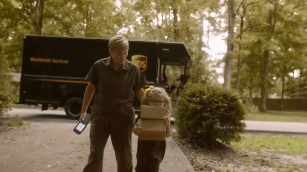 Шестилетняя девочка мечтала работать в службе доставки. Её желание исполнили и даже машину подарили 34