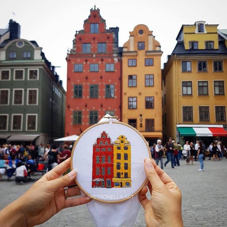 Пара путешествует по Европе и запечатлевает увиденное, но не на фото. Они это вышивают! 10