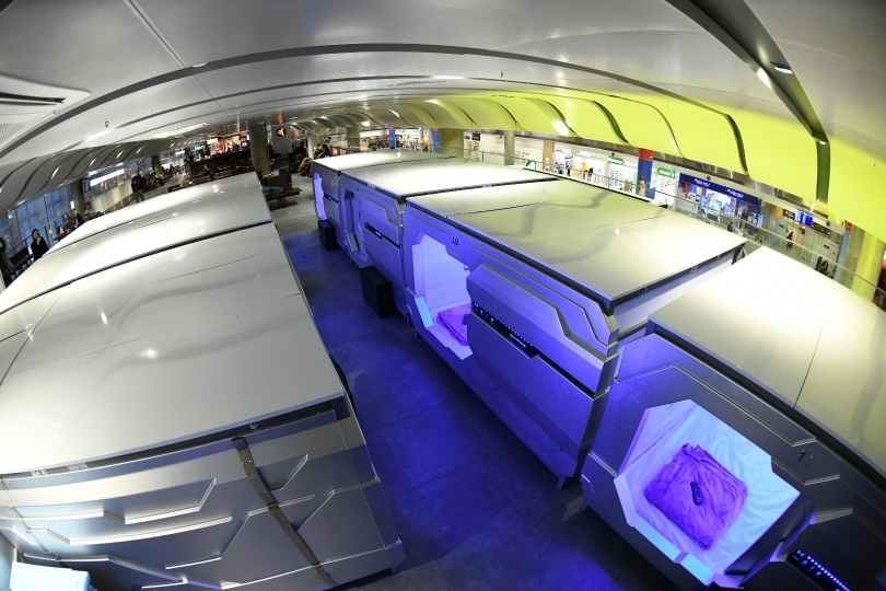 Будущее уже наступило: в аэропорту Пулково появился капсульный отель с футуристичным дизайном 1