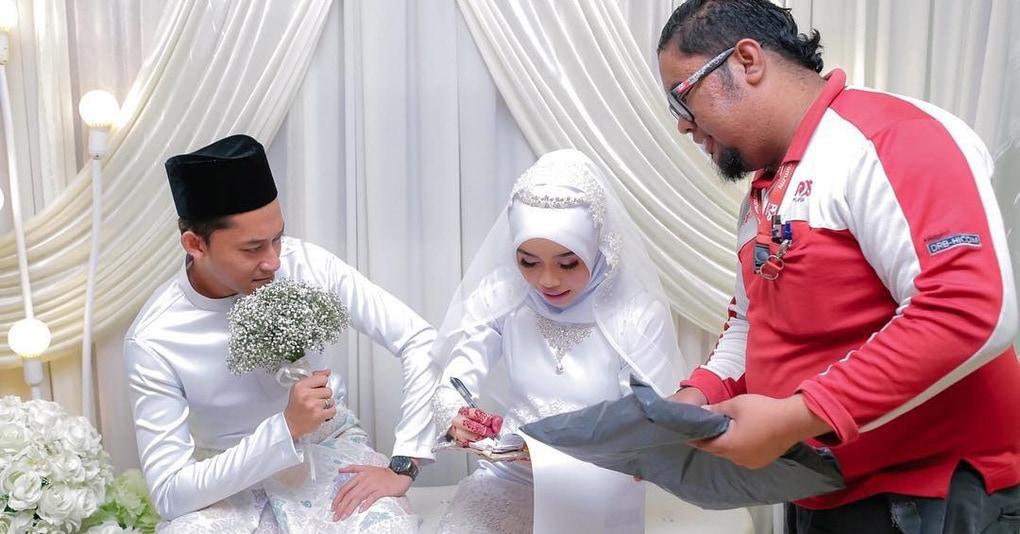 В Малайзии обнаружен курьер года: он прервал свадебную церемонию, доставляя посылку. Невесте!