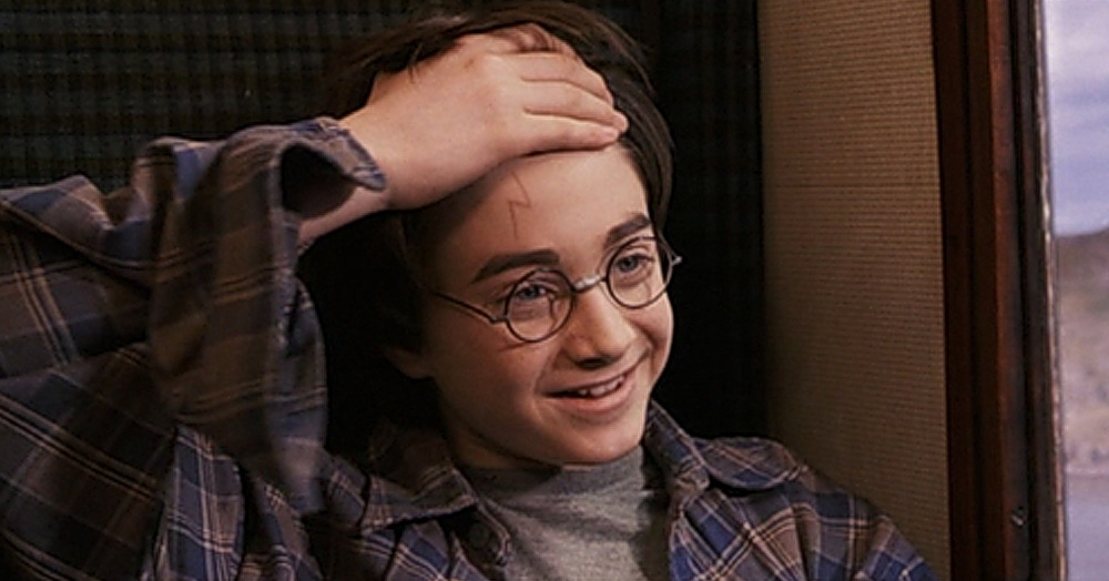 Пользователь Твиттера раскрыл секрет шрама Гарри Поттера. Оказалось, это не просто молния