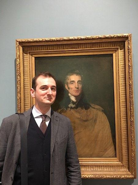 Британец реставрировал картину XVII века, а рядом была его кошка. И ей картина явно не понравилась 1