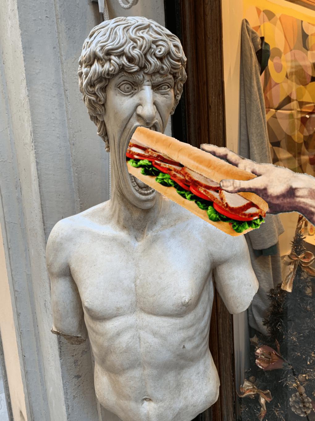 В сети появилось фото орущей статуи из Италии, которая докричалась до всех фотошопщиков интернета 11