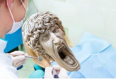 В сети появилось фото орущей статуи из Италии, которая докричалась до всех фотошопщиков интернета 12