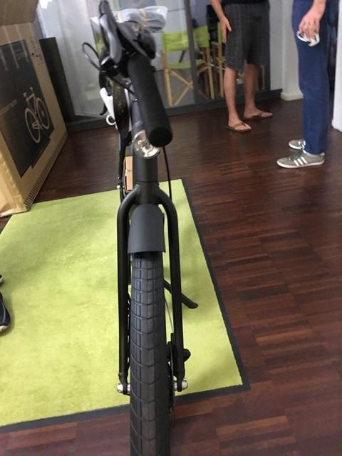 Фирма придумала, как спасти велосипеды от поломки при доставке. Теперь курьеры думают, что это телек 3