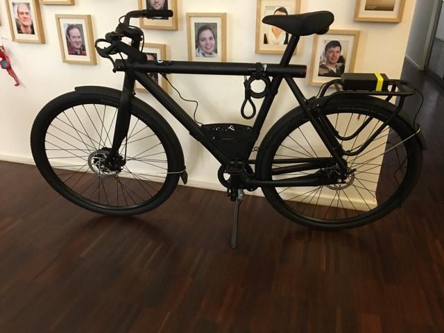 Фирма придумала, как спасти велосипеды от поломки при доставке. Теперь курьеры думают, что это телек 1