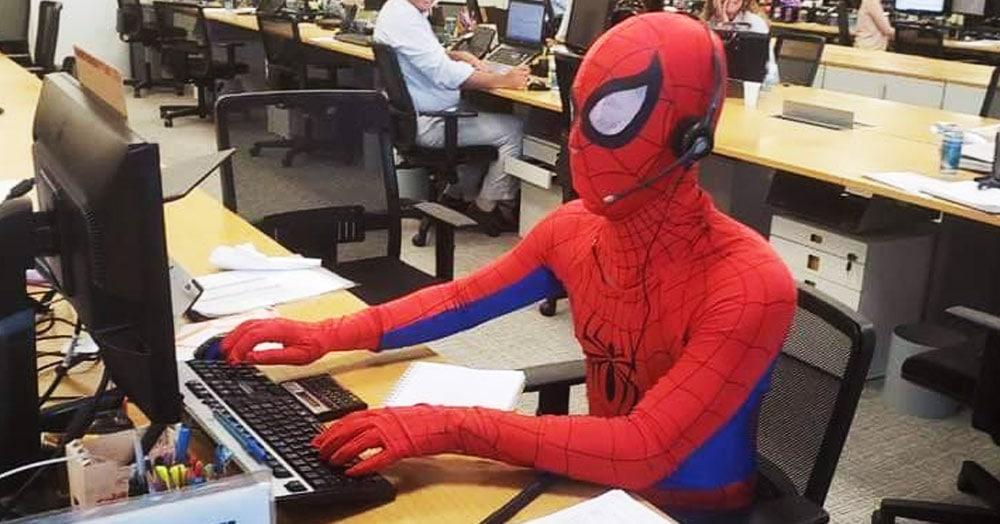 Банковский сотрудник перед увольнением решил стать супергероем и показал, как работает Человек-паук