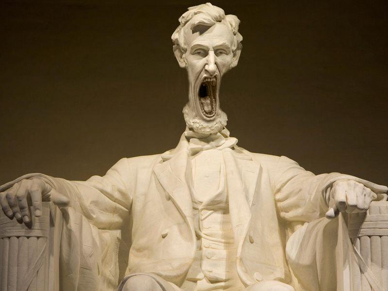 В сети появилось фото орущей статуи из Италии, которая докричалась до всех фотошопщиков интернета 6