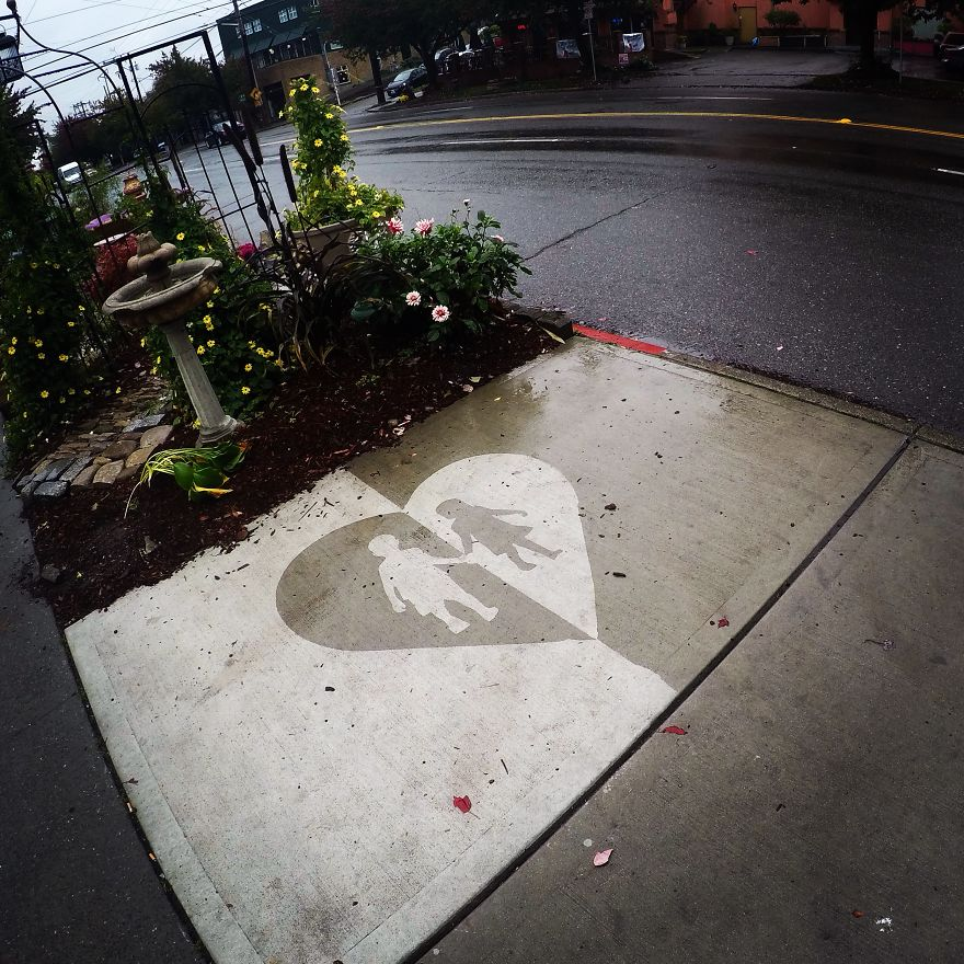 rainworks rain activated street art 5c3f939525cb2  880 - Художник оставляет невидимые рисунки на асфальте. Узнать, что там скрывается, можно лишь после дождя