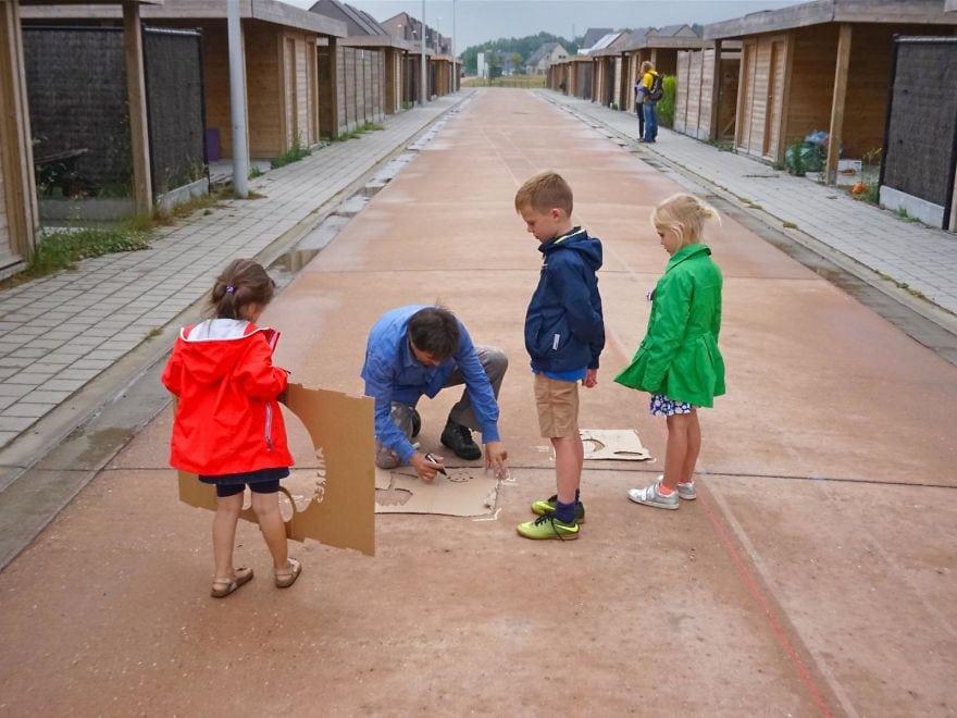 rainworks rain activated street art 5c3f94ba8c783  880 - Художник оставляет невидимые рисунки на асфальте. Узнать, что там скрывается, можно лишь после дождя
