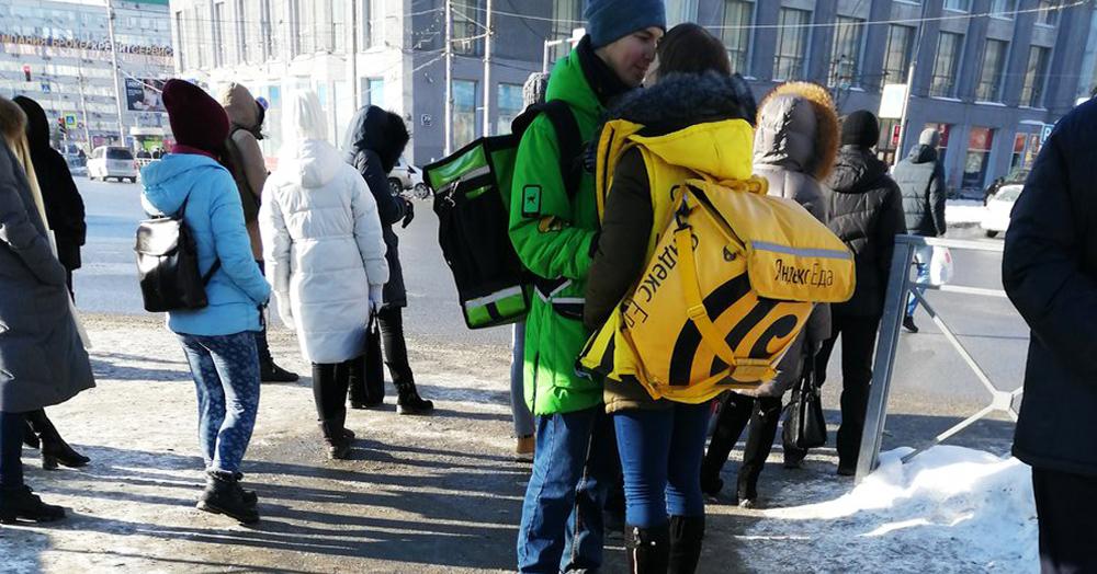 В Новосибирске спалили Ромео и Джульетту из «Яндекс.Еды» и Delivery Club. Им подарят поездку в Париж