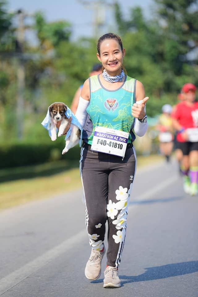 50519820 2497327483615670 1533078246910853120 n - Участница марафона подобрала щенка на обочине и пробежала с ним ещё 30 километров до самого финиша