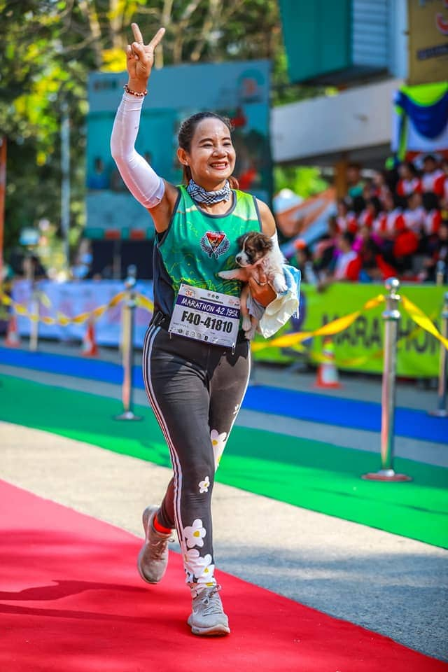 50724678 2497327503615668 7637745097005596672 n - Участница марафона подобрала щенка на обочине и пробежала с ним ещё 30 километров до самого финиша