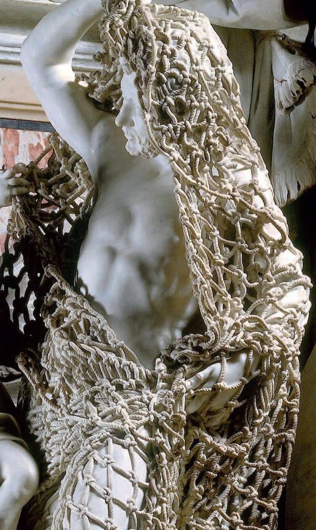 fcbijpa 1 - В сети обратили внимание на скульптуру 18 века: люди не могут поверить в то, что она ВСЯ из мрамора