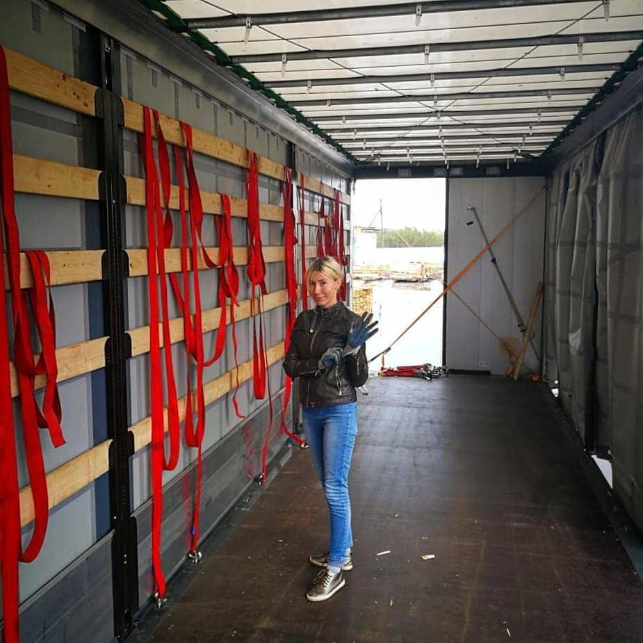 sasha truck 49462089 824914594567326 2606512599084860719 n - Девушка из Белоруссии рассказывает в своём Инстаграме, как осуществить мечту и стать дальнобойщицей