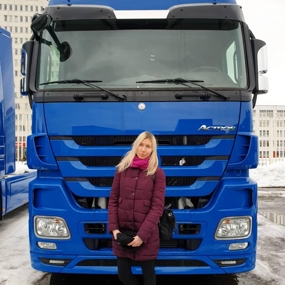 sasha truck 49554403 2105169092895560 3529969896967226211 n - Девушка из Белоруссии рассказывает в своём Инстаграме, как осуществить мечту и стать дальнобойщицей