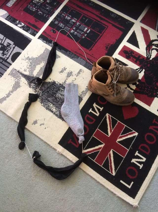 tmg article tall 1 1 - Женщина с помощью записки искала, кто ворует носки, и вышла на соседского кота. Так началась их игра