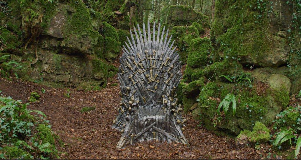 d18y6jfx4aeijsk - Фанаты «Игры престолов» ищут Железные троны, которые канал HBO надёжно спрятал в разных уголках мира
