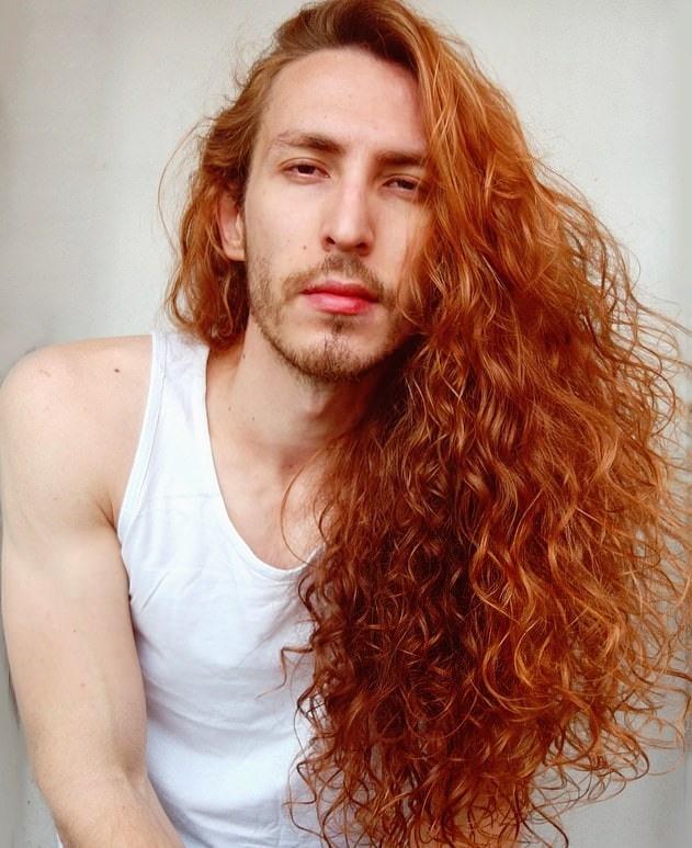 13809886 7058209 image a 1 1558527616584 - Парень не побоялся критики и отрастил копну волос — теперь его принимают за знаменитость и принцессу