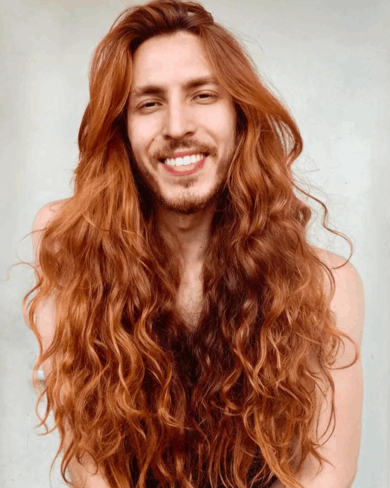 afsgdxthfcyjgvukhbilj - Парень не побоялся критики и отрастил копну волос — теперь его принимают за знаменитость и принцессу