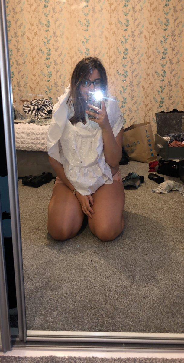 d7w8iirxsaae9ed - Британка заказала в интернете платье, но носить его она сможет разве что в качестве шапочки для душа