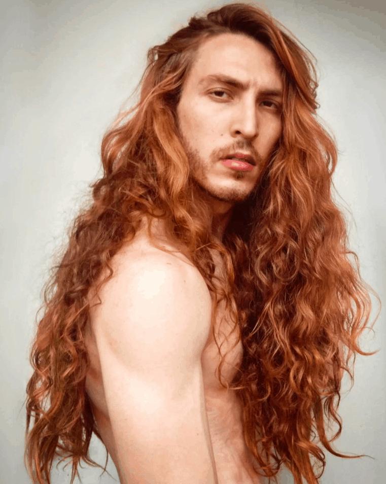 dafdeszgdhfjgkh - Парень не побоялся критики и отрастил копну волос — теперь его принимают за знаменитость и принцессу