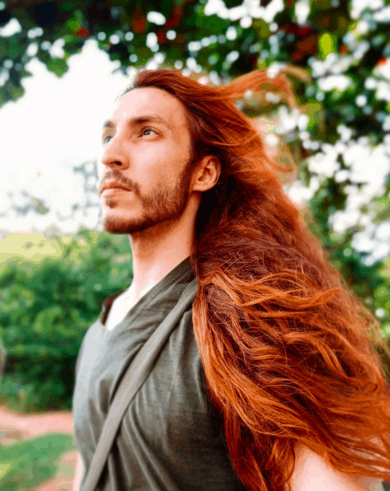 qwdafgdthfyjg - Парень не побоялся критики и отрастил копну волос — теперь его принимают за знаменитость и принцессу