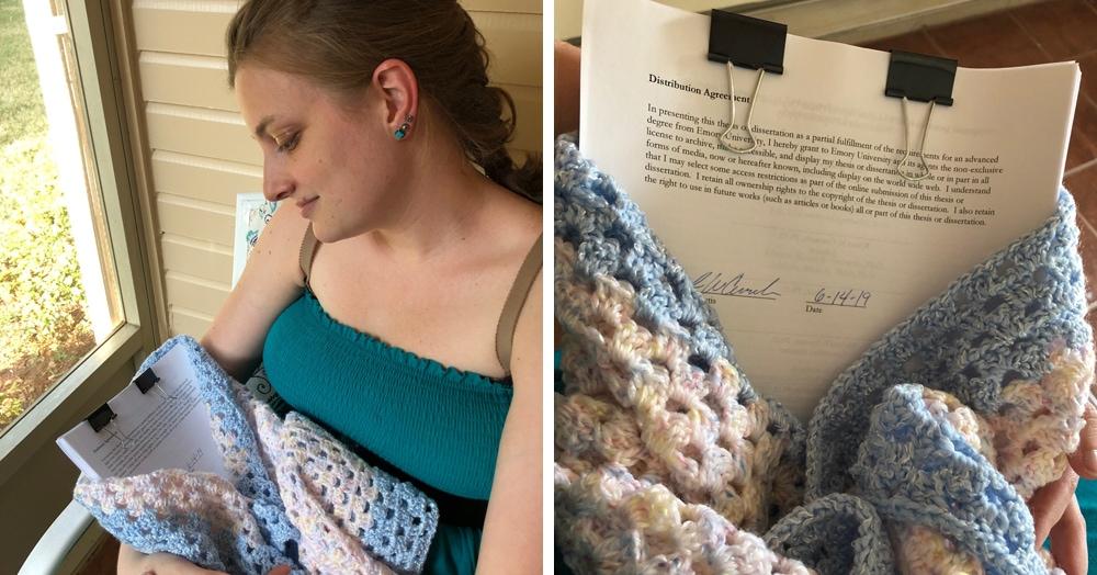 Девушка устроила фотосессию с диссертацией, словно это младенец. Студенты присоединились к флешмобу