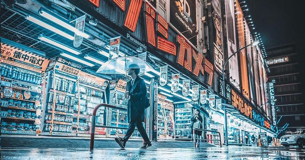 25 работ фотографа из Токио, которые погрузят вас в магическую атмосферу ночных японских улиц