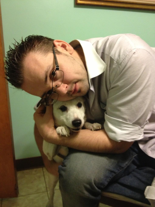 bpm7aho - Мужчина поделился трогательными фото своего пса, который каждый день ждал его у окна. Целых 11 лет