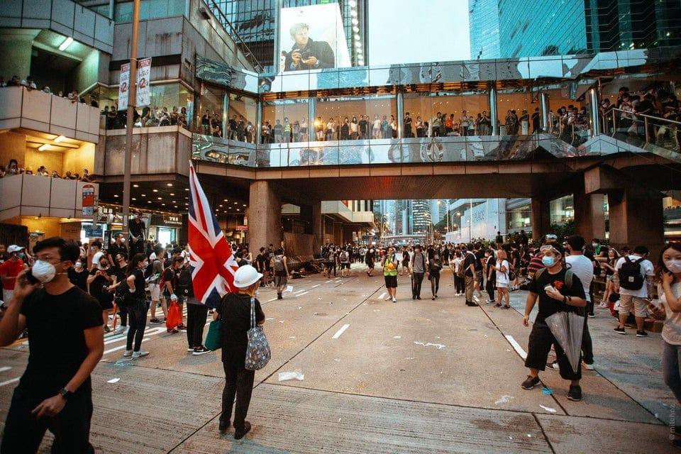 c2rjdwl7v1431 - 15 снимков с акции протеста в Гонконге, которые показывают дисциплину и уважение демонстрантов