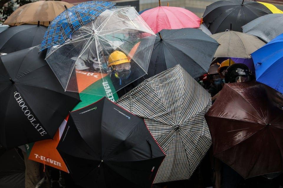 chot7dsutw331 - 15 снимков с акции протеста в Гонконге, которые показывают дисциплину и уважение демонстрантов