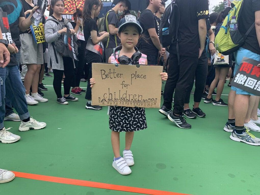 d9kfbbsu0aart6z - 15 снимков с акции протеста в Гонконге, которые показывают дисциплину и уважение демонстрантов