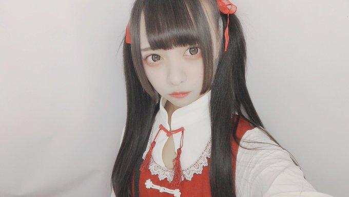 dpy3gj4vaaa8z h - Японка хотела сделать милое фото на качелях, но что-то пошло не так, и она превратилась в призрака