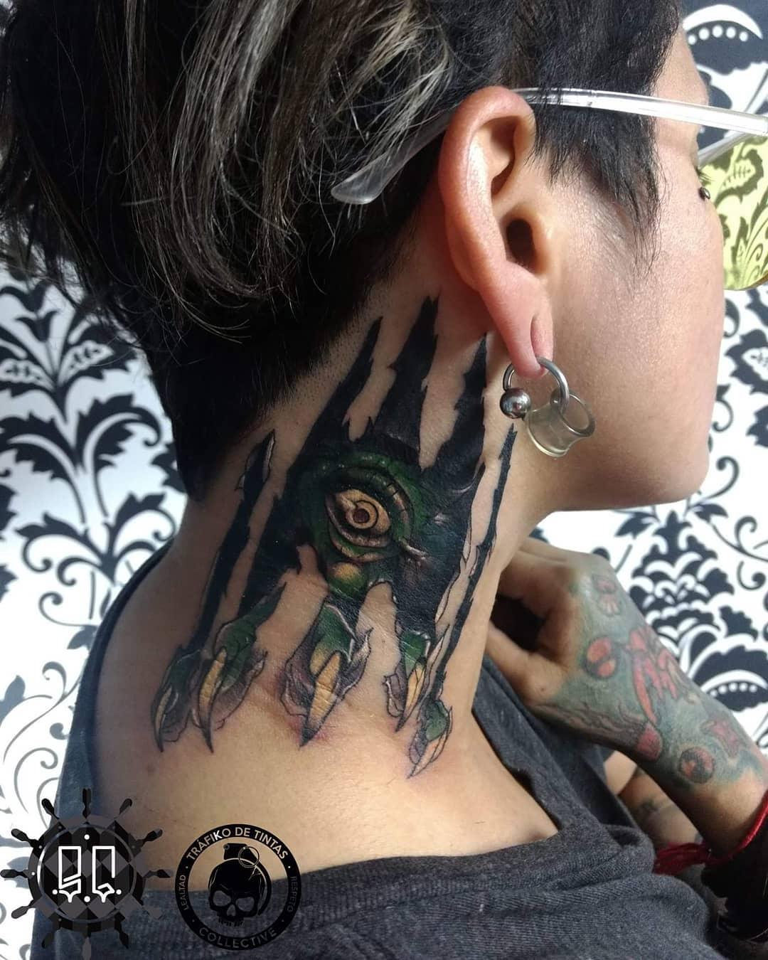 gaviria tattoo 57218119 133774504445218 3242699455794027551 n - 30 татуировок, которые стали украшением на шее у своих владельцев