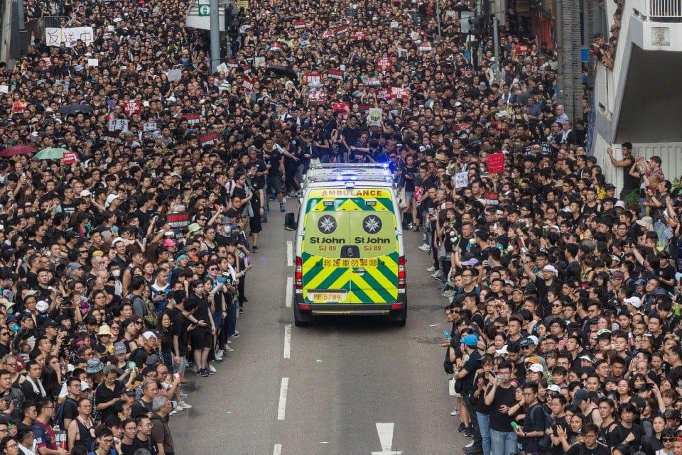 her4dnjzip431 - 15 снимков с акции протеста в Гонконге, которые показывают дисциплину и уважение демонстрантов