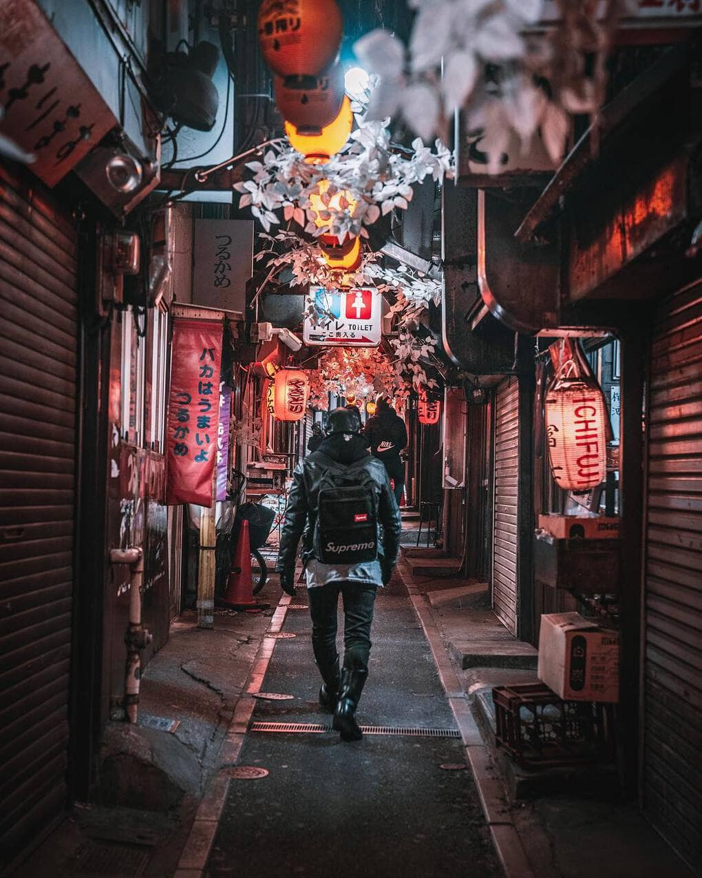 jungraphy 52352441 121770192268016 5895930438030864912 n - 25 работ фотографа из Токио, которые погрузят вас в магическую атмосферу ночных японских улиц