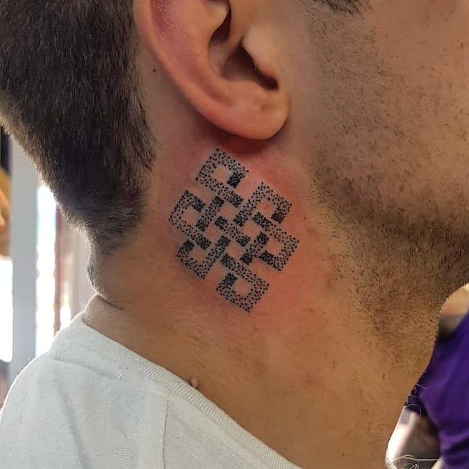 la vida es amor 59372896 2139563113002014 6925321525001074884 n - 30 татуировок, которые стали украшением на шее у своих владельцев