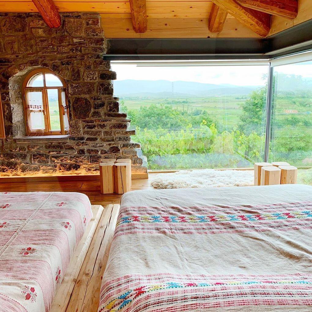 mrizi i zanave 58763471 634946303644189 7821413900597864685 n - В Албании есть невероятный дом с углом из стекла: что он из себя представляет и как выглядит внутри