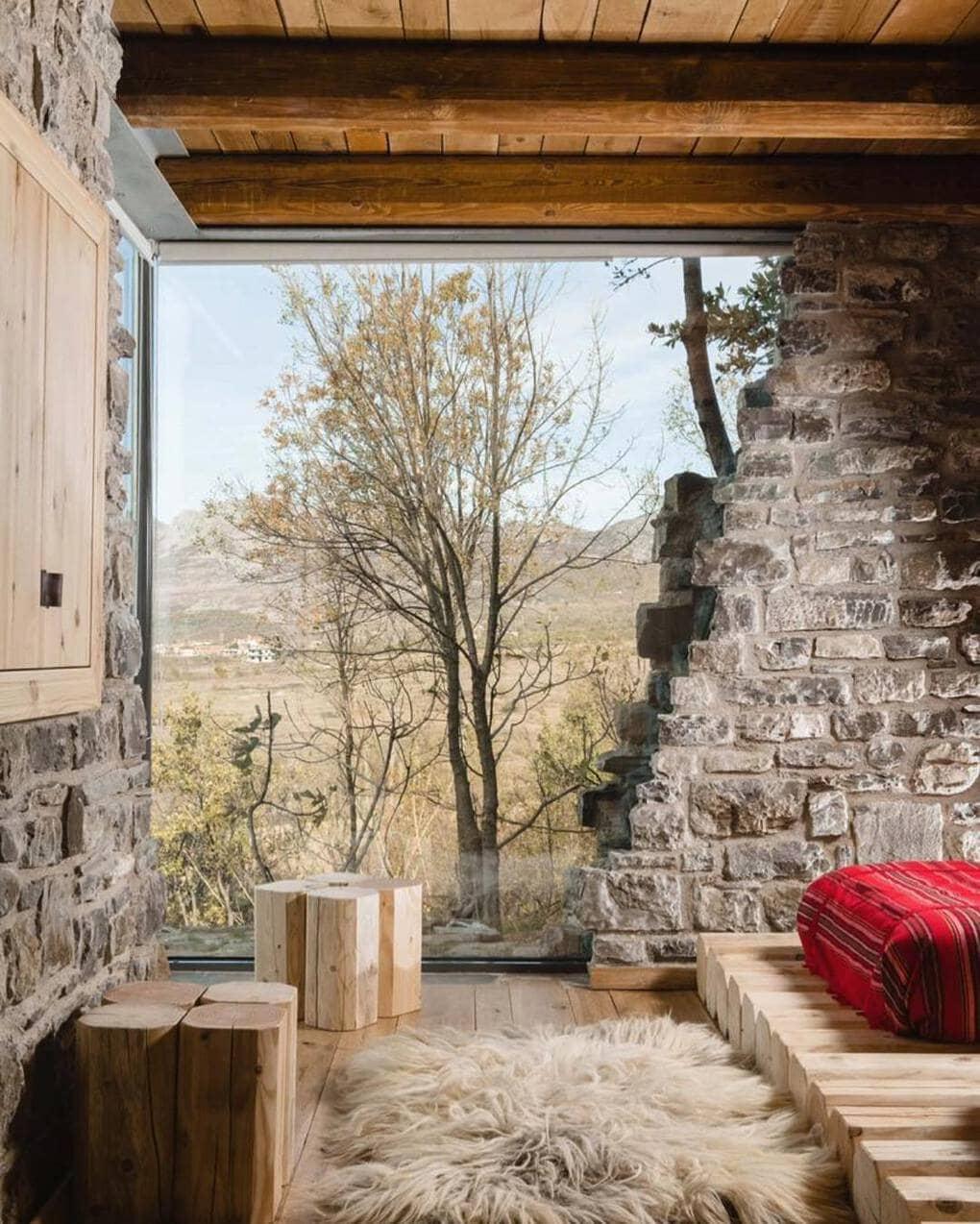plisatelier 46773273 296009811023930 6924379106935430903 n - В Албании есть невероятный дом с углом из стекла: что он из себя представляет и как выглядит внутри