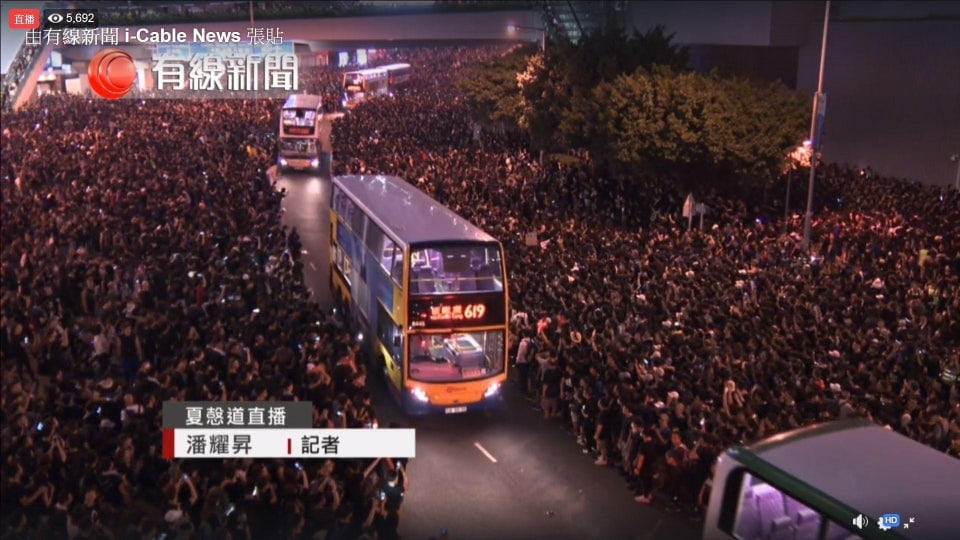 seinqocbpp431 - 15 снимков с акции протеста в Гонконге, которые показывают дисциплину и уважение демонстрантов