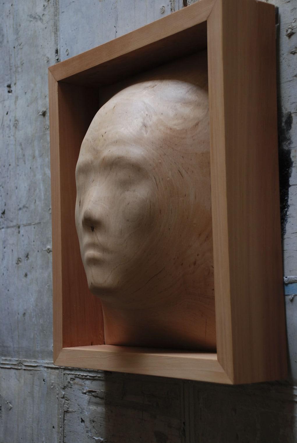 self portrait1 1 - Тайваньский художник создаёт пугающие скульптуры из дерева, в которых как будто застряли люди