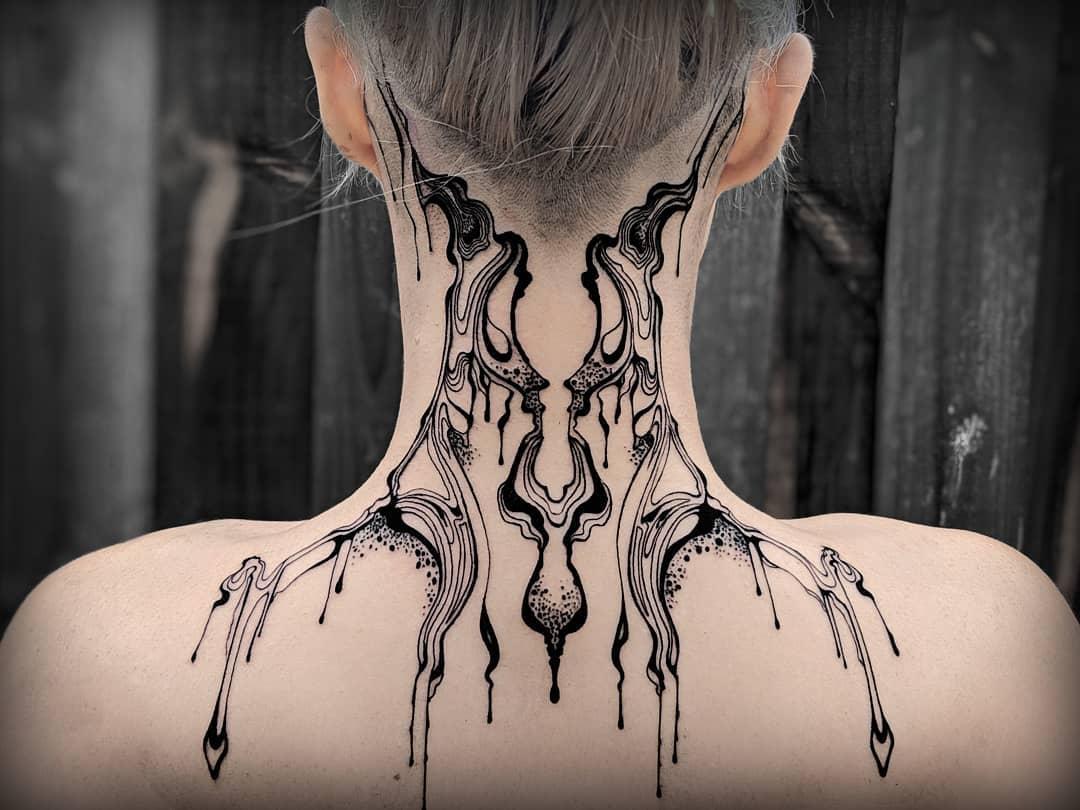 zaftigfatale 54447036 1830665177039794 8637071141844558275 n - 30 татуировок, которые стали украшением на шее у своих владельцев