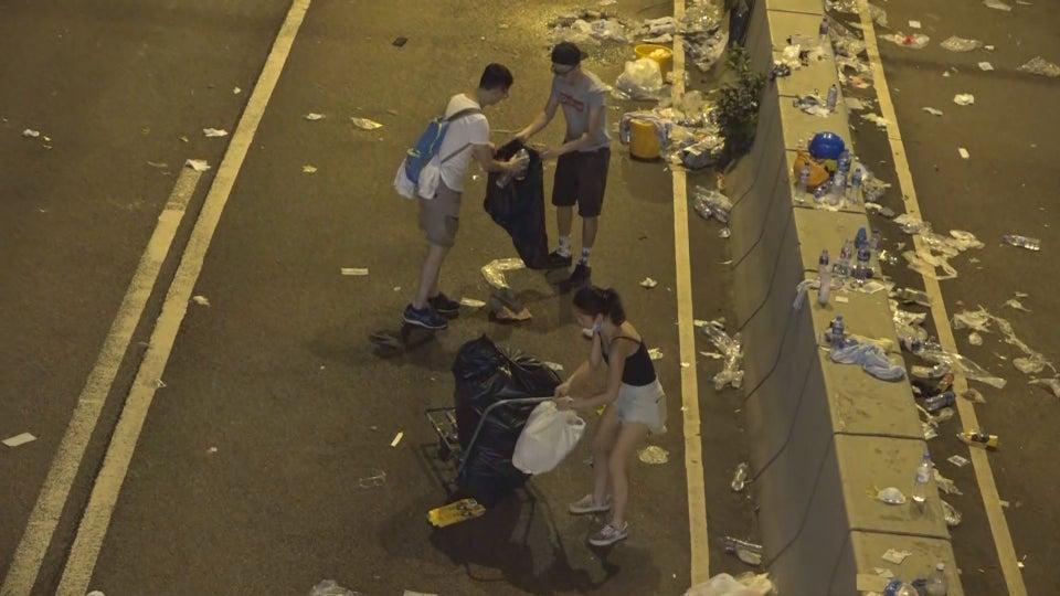 zowqupr7xy331 - 15 снимков с акции протеста в Гонконге, которые показывают дисциплину и уважение демонстрантов