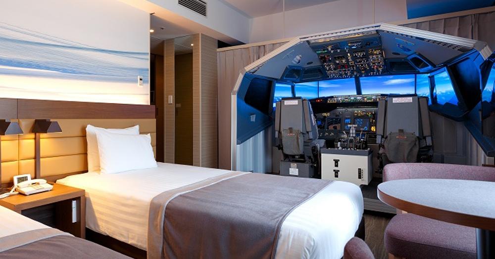 В японском отеле возле аэропорта есть номер с авиасимулятором, где можно самому стать пилотом