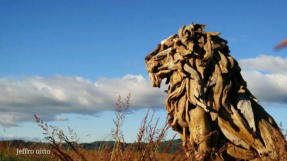 36869699 1797415637013246 2992358110884003840 n - Художник из Вашингтона создаёт скульптуры из сухих деревяшек, от которых дух захватывает