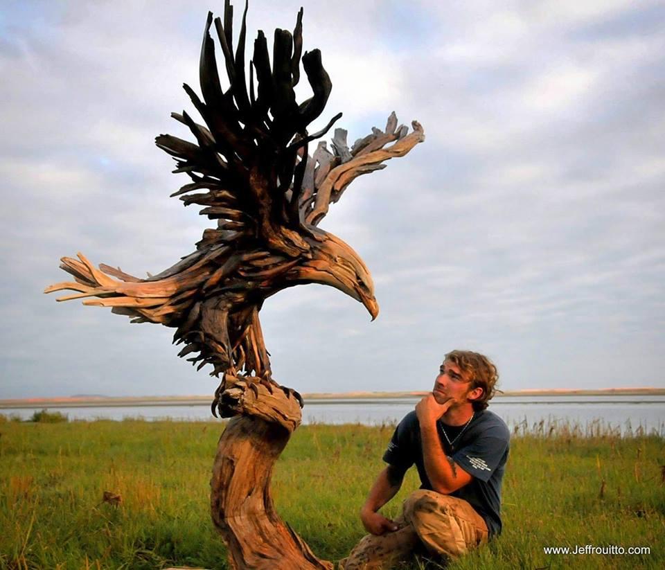 44361875 1942043979217077 3421612213486485504 n - Художник из Вашингтона создаёт скульптуры из сухих деревяшек, от которых дух захватывает