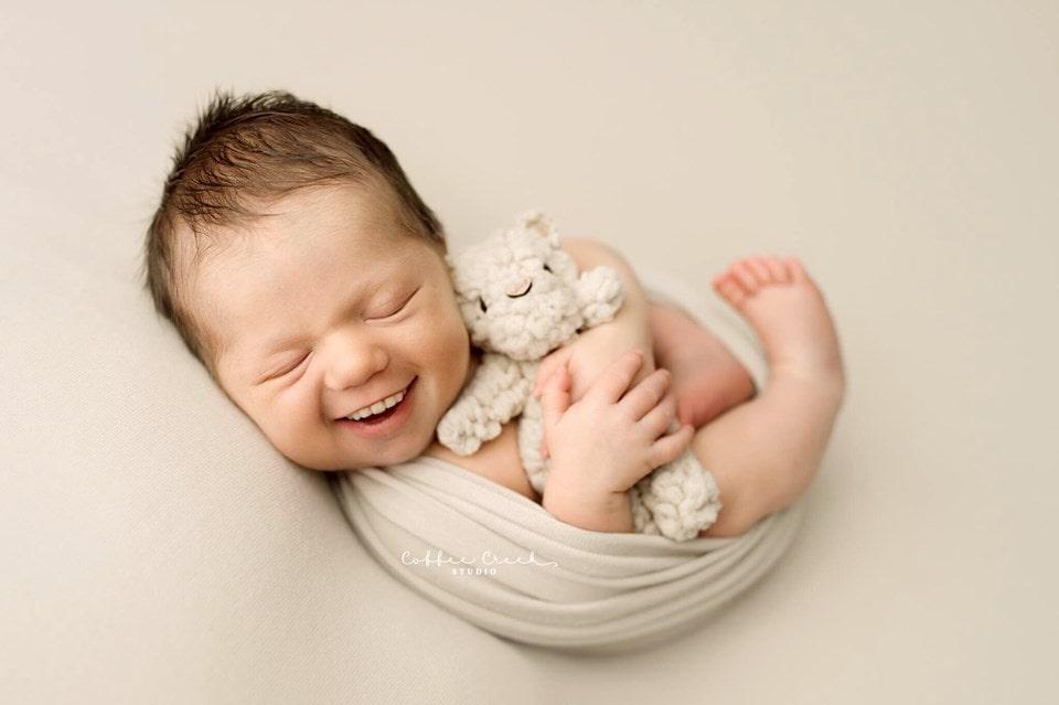 66719754 2648694591816568 1150842590111727616 n - Фотограф из США приклеивает голливудские улыбки к снимкам младенцев. Зрелище, вызывающее мурашки