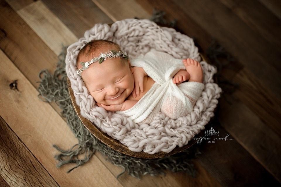 66763493 2648698881816139 1704032075734056960 n - Фотограф из США приклеивает голливудские улыбки к снимкам младенцев. Зрелище, вызывающее мурашки