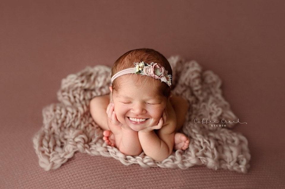 67238616 2655820164437344 130586315971362816 n - Фотограф из США приклеивает голливудские улыбки к снимкам младенцев. Зрелище, вызывающее мурашки